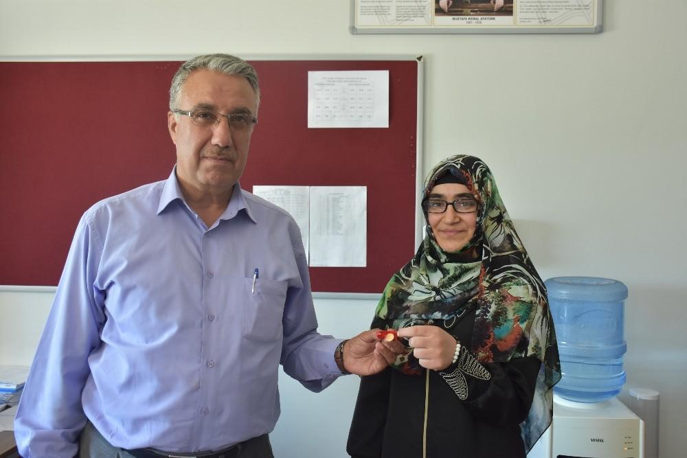 Hukuk fakültesini kazanan imam hatip öğrencisi ödüllendirildi
