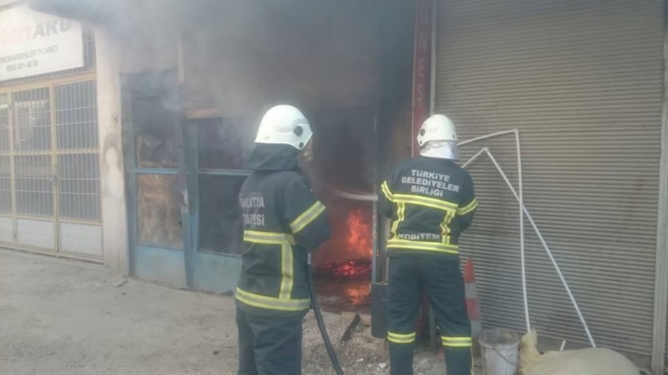 Malatya'da İş yerinde çıkan yangın maddi hasara neden oldu