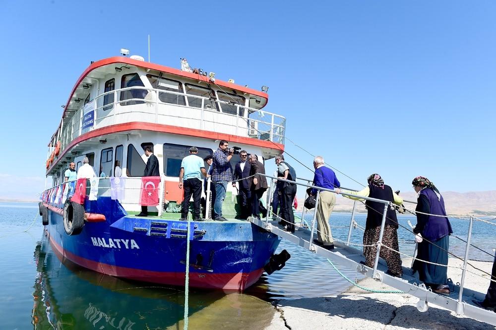 Belediye Başkanı Çakır'dan huzurevi sakinlerine tekne gezisi jesti