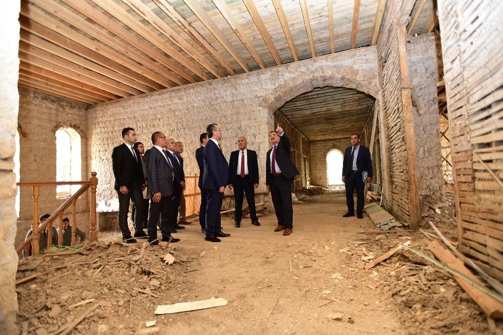 Başkan Gürkan, konuklarına hizmetleri gezdirdi