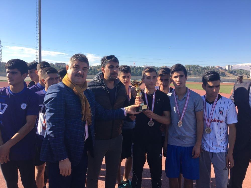 Atletizm kros yarışmasında Sincik' ten Büyük Başarı
