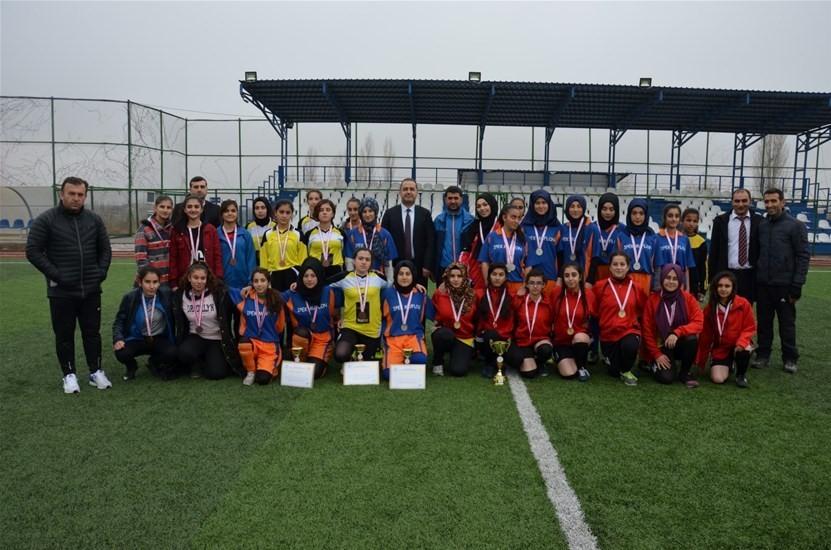 Malatya Spor Lisesi kızlarda ve erkeklerde şampiyon oldu