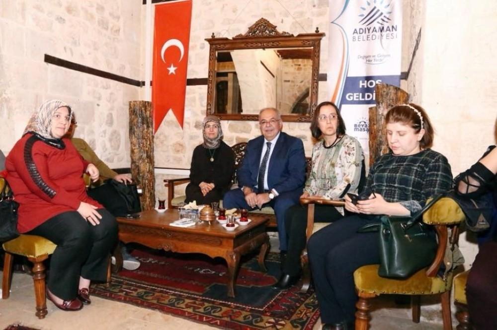 Başkan Kutlu AK Parti İslahiye Kadın Kollarını ağırladı
