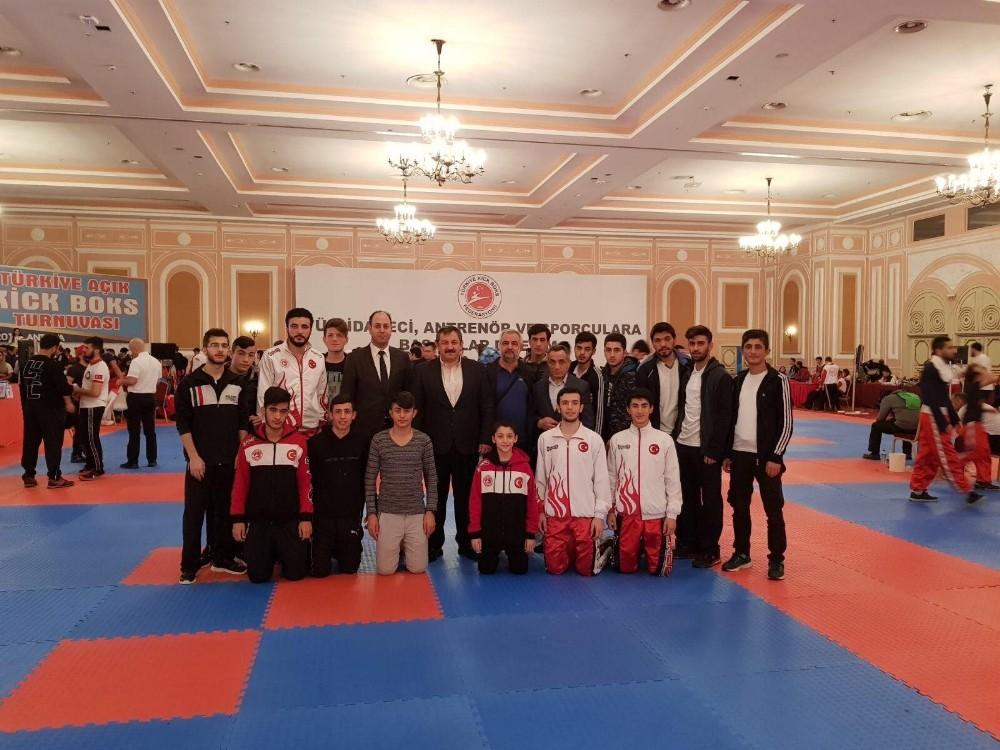 Büyükşehir kickboksta 4 altın, 1 gümüş ve 3 bronz kazandı