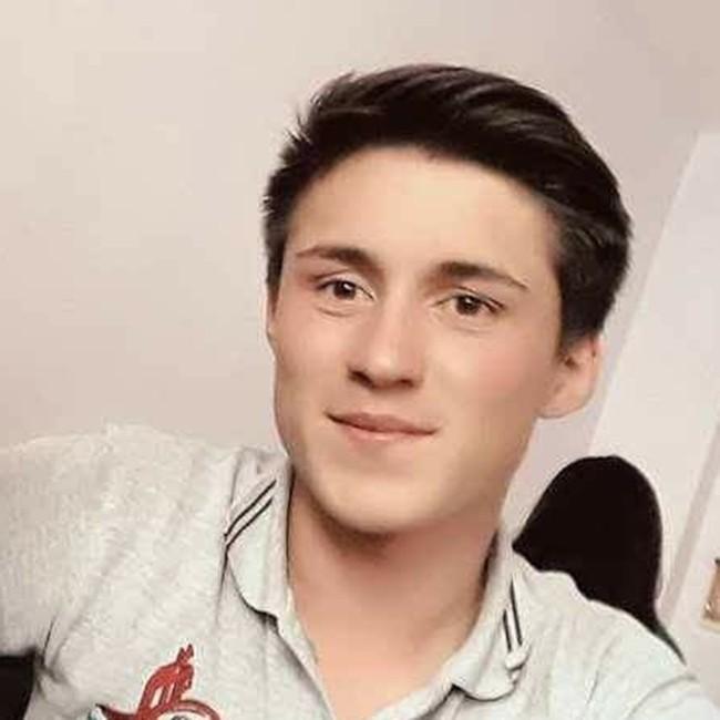 Okul bahçesinde vurulan 17 yaşındaki genç, hayata tutunamadı