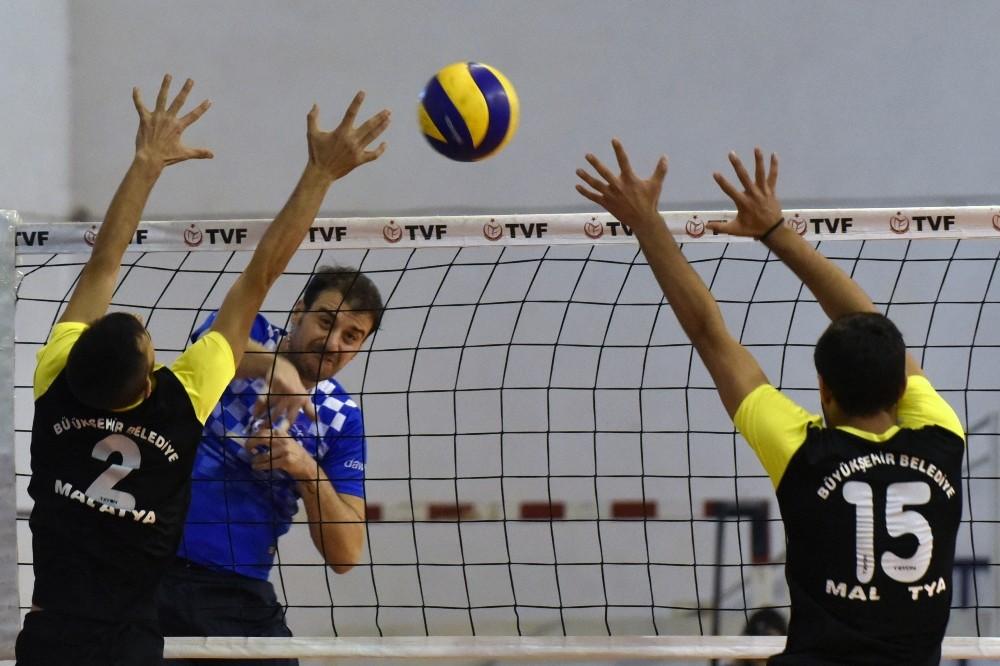 Büyükşehir voleybol takımında Giresun galibiyetinin sevinci sürüyor