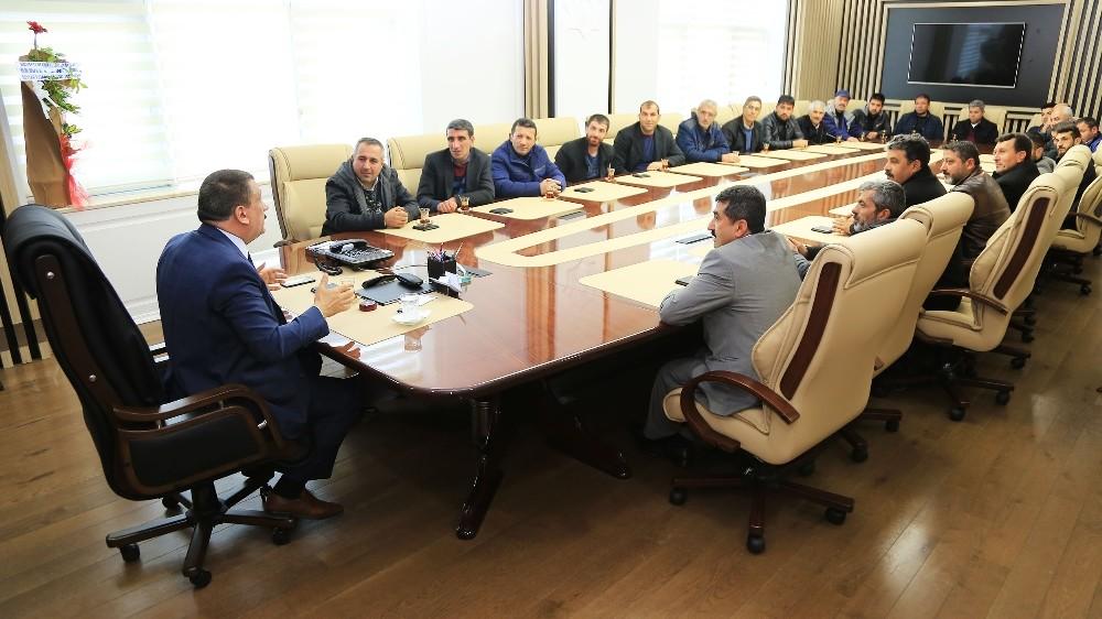 Başkan Gürkan, seyyar pazarcılar esnaf odası yönetimi ile bir araya geldi
