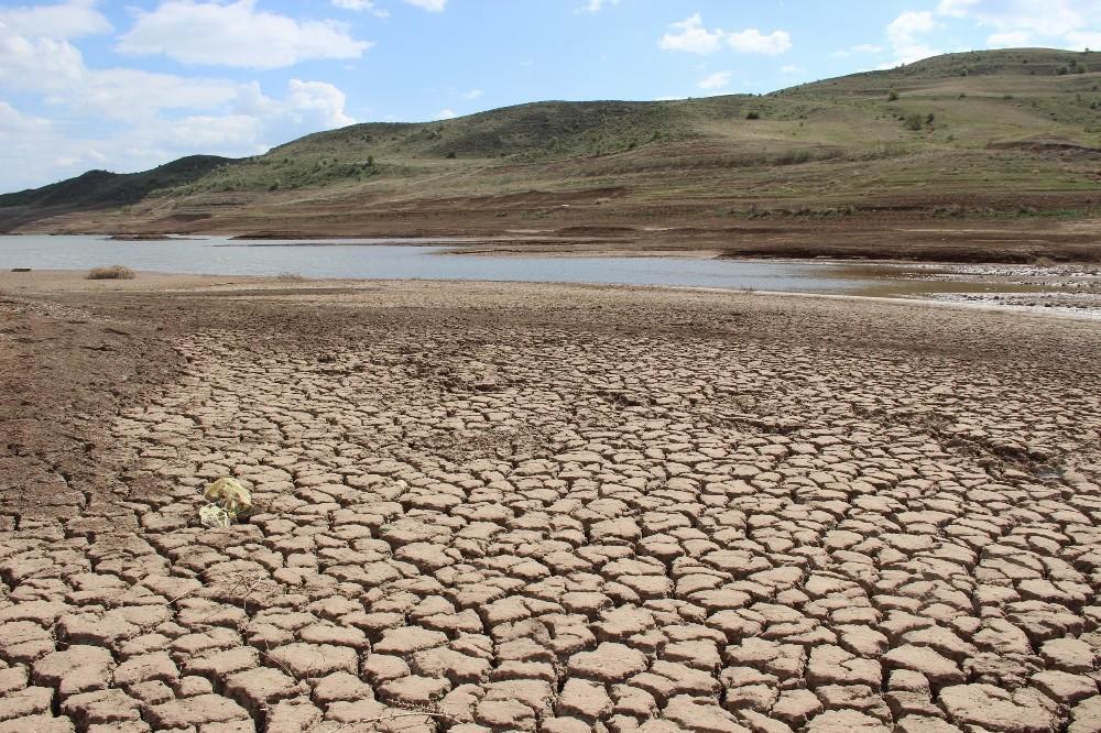 Barajlarda su seviyesi azaldı, kuraklık kapıda