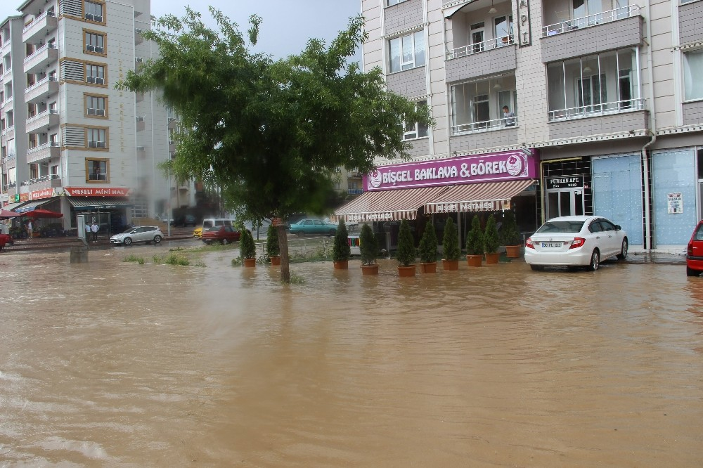 Şiddetli yağış hasara yol açtı
