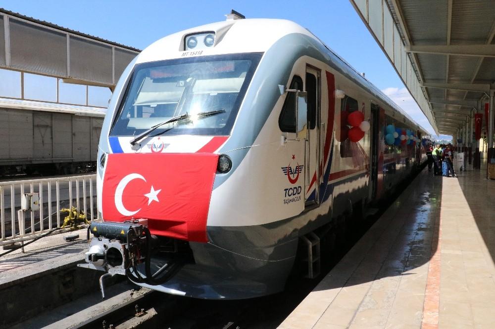 Sivas'ta 20 milyon liraya değerindeki raybüs hizmete girdi