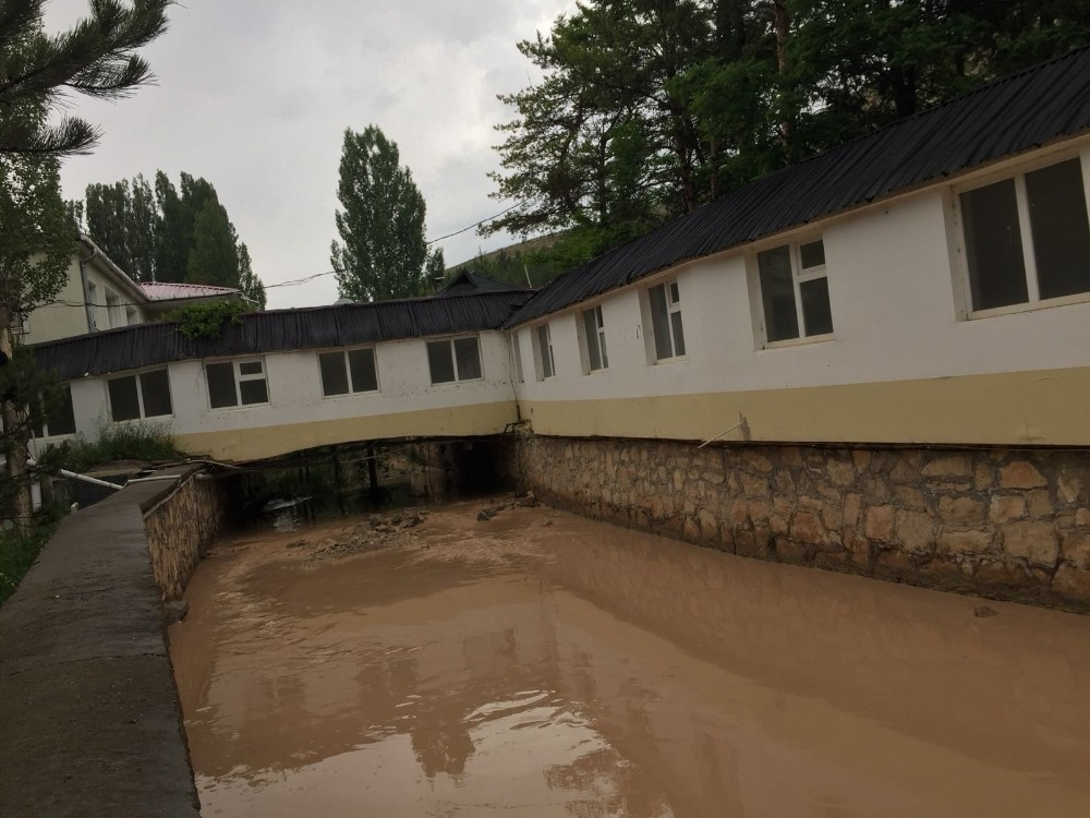 Sivas'ta dolu hasara yol açtı