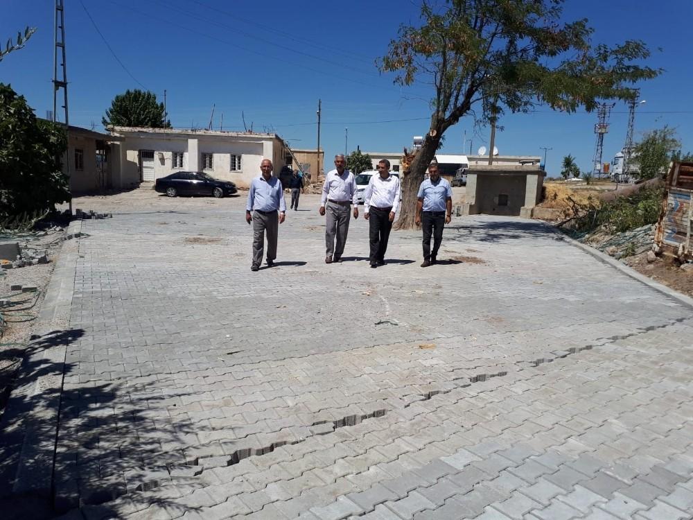Köy içi yollar kilitli parke taşıyla yenilendi