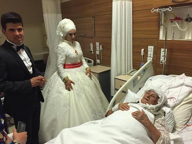 Gelin ve damatlıkla önce hastaneye, sonra düğün salonuna gittiler