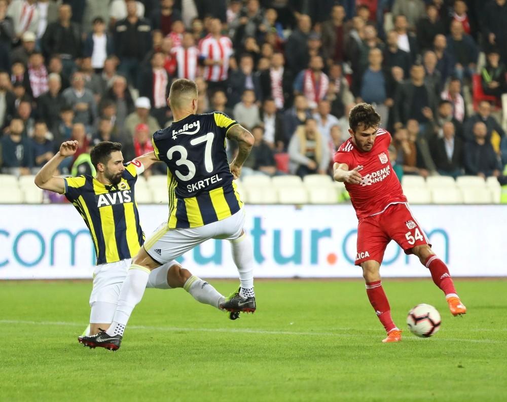Spor Toto Süper Lig: DG Sivasspor: 0 - Fenerbahçe: 0 (İlk yarı)
