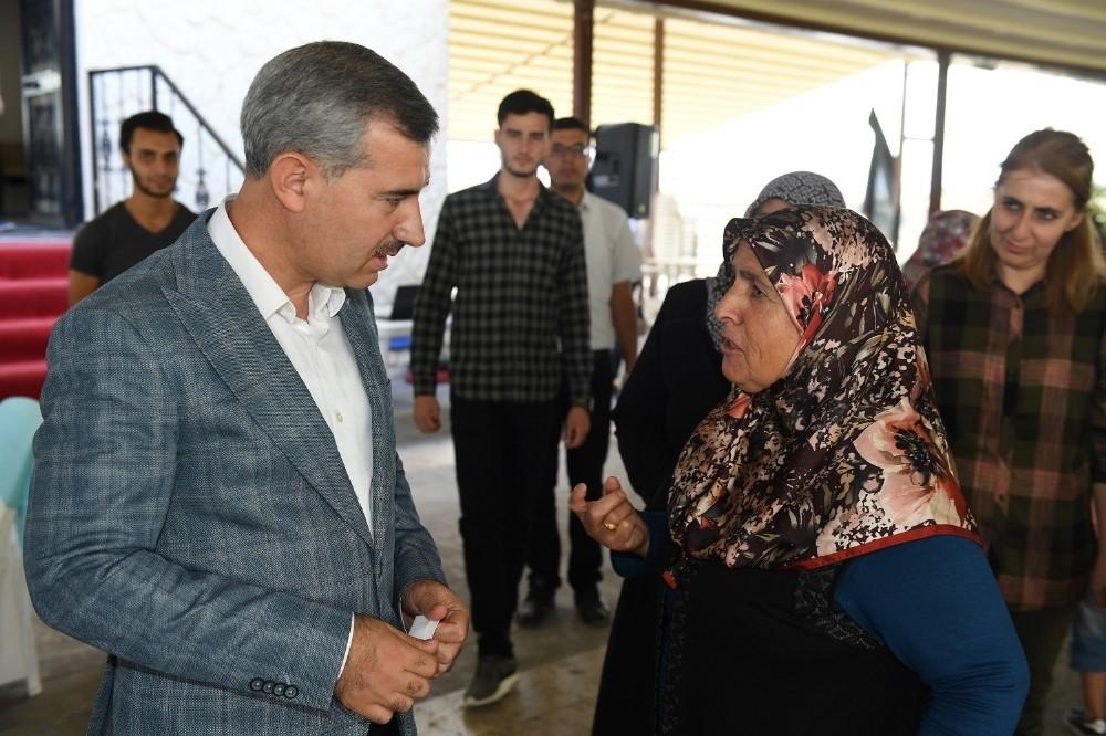 Başkan Çınar hem yatırımları anlatıyor hem de talepleri dinliyor