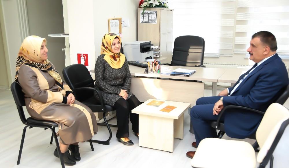Başkan Gürkan KADEM'li yöneticilerle istişarelerde bulundu