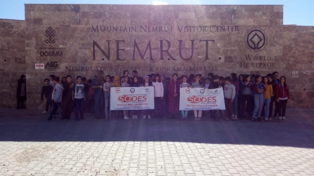 Öğrenciler Adıyaman'ın tarihi yerlerini geziyor