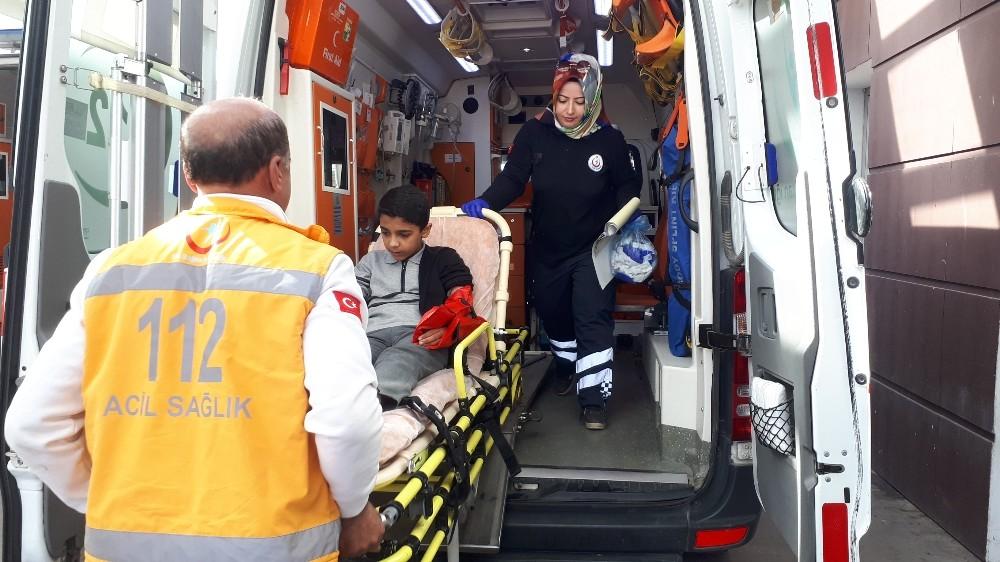 Merdivenlerden yuvarlanan öğrenci yaralandı