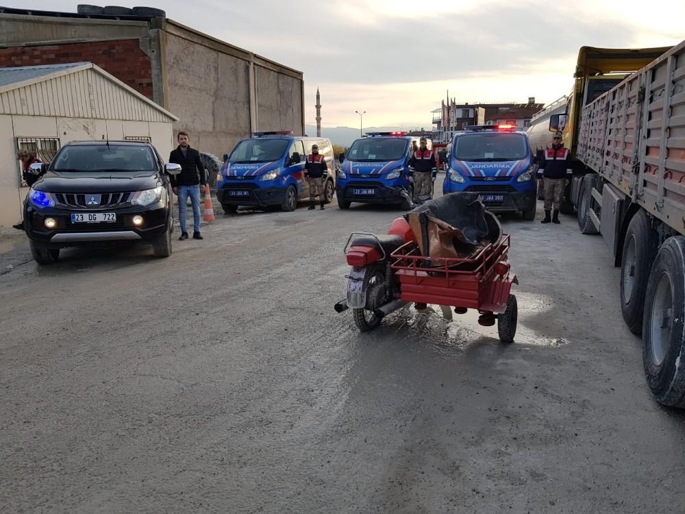 Sepetli motorla hırsızlık yapan 2 şüpheli yakalandı