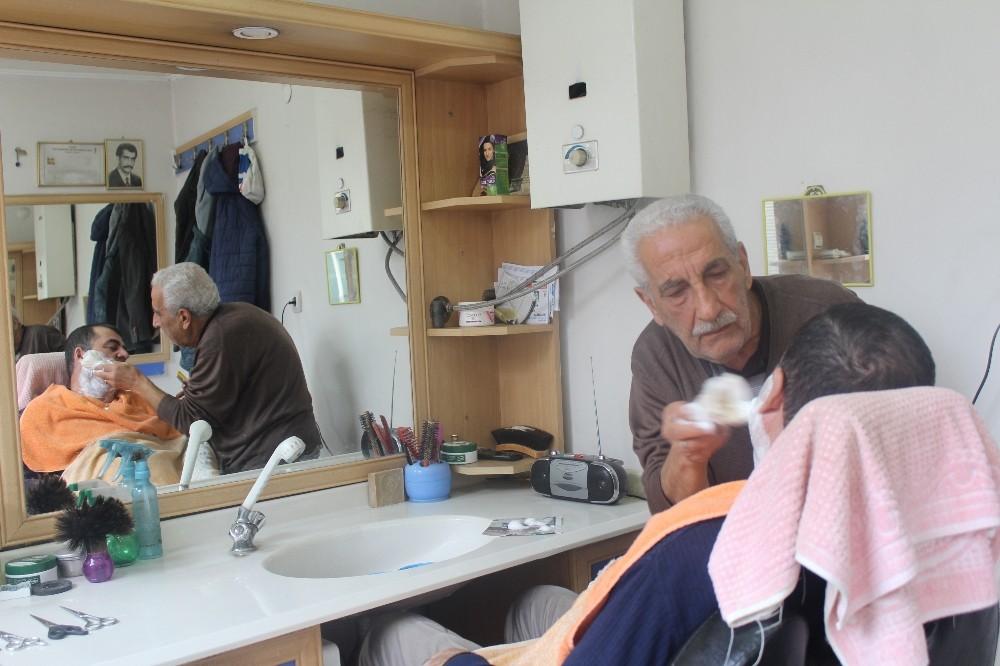 79 yaşında, çalışmayı bırakmıyor
