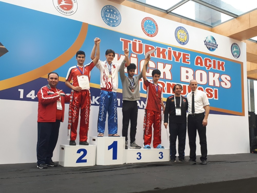 Kick Boksta 3 gümüş 1 bronz madalya