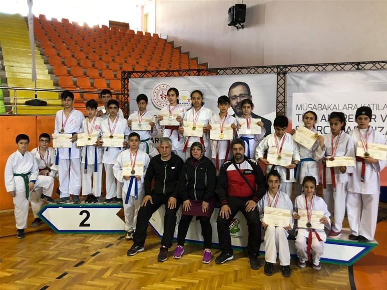 Malatya karatede hem erkeklerde hem de kızlarda birinci