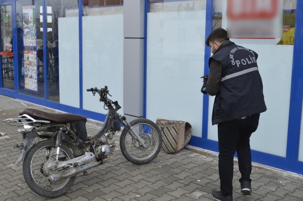 Polisin aradığı çalıntı motosikleti vatandaşlar bulup ihbar etti
