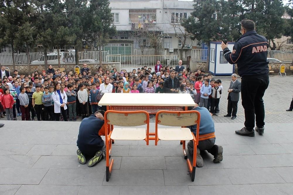 AFAD, Kahramanmaraş'ta 11 bin 850 kişiye deprem eğitimi verildi
