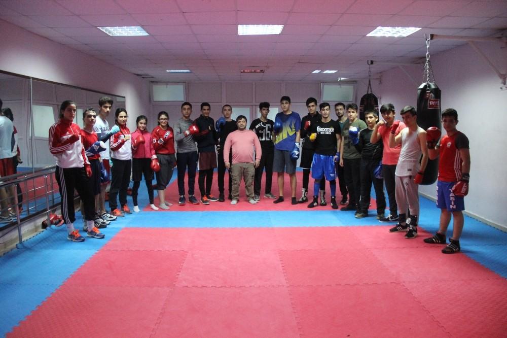 Elazığ'da milli antrenörle, boksta yeni yıldızlar yetişiyor