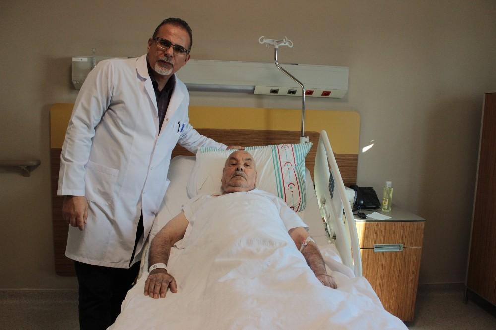 78 yaşındaki hasta, ilk defa uygulanan yöntemle sağlığına kavuştu