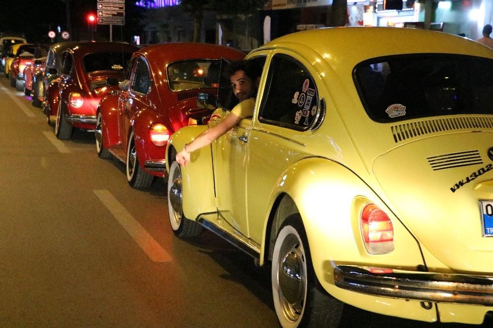 Klasik otomobillerden 19 Mayıs korteji