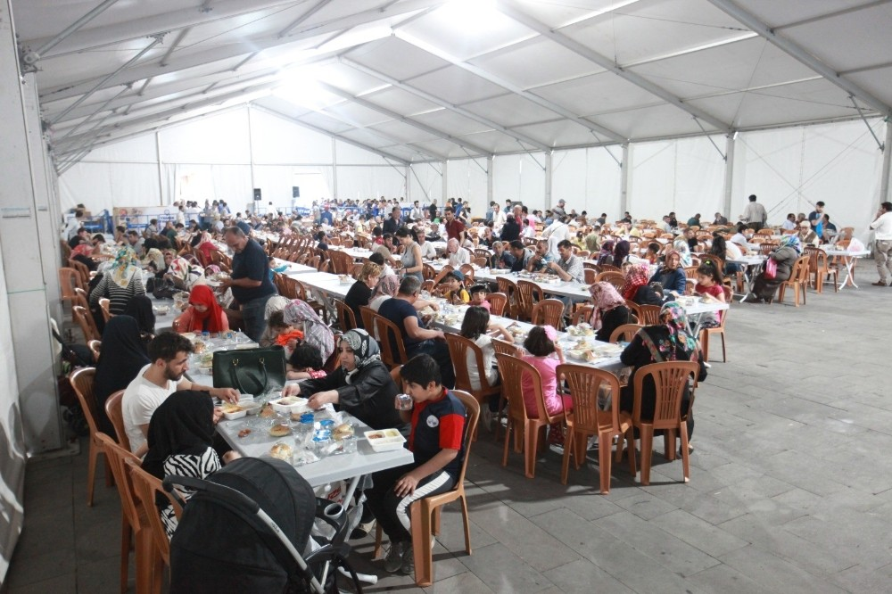 Elazığ'da 75 bin kişi iftar çadırında buluştu