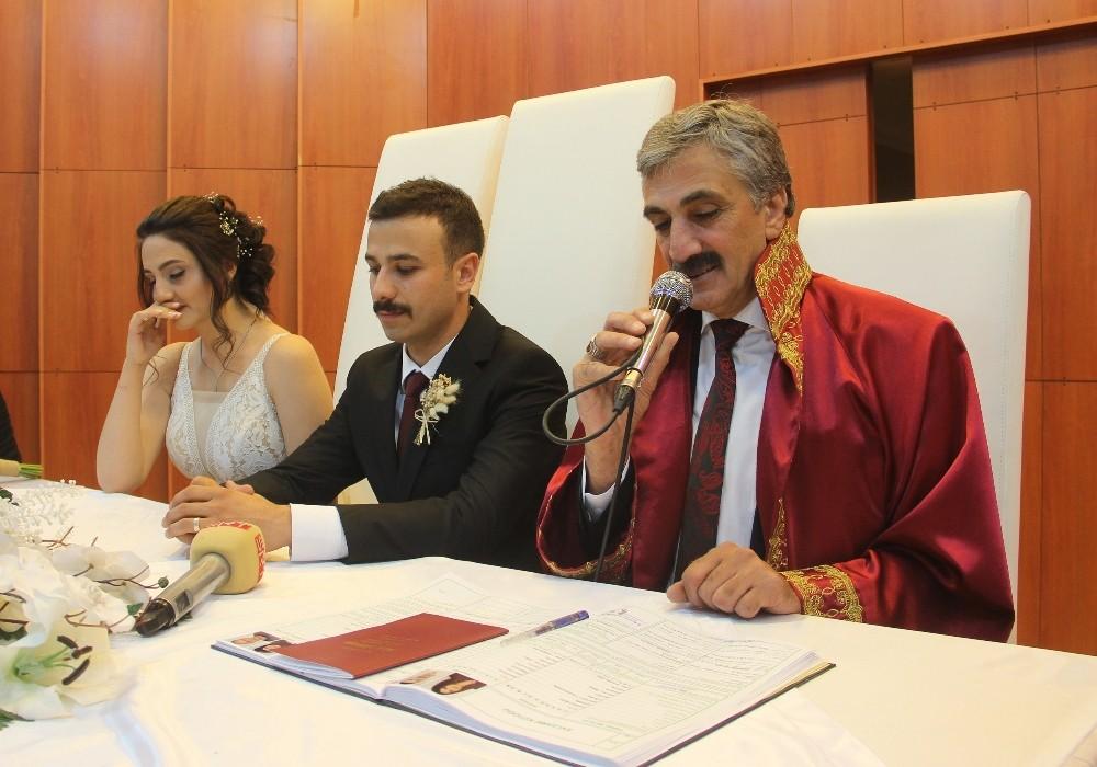 32 bin nikahın ardından kendi kızının nikahını da kıydı