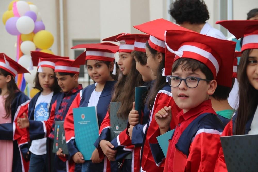 CÜ vakfı okullarında karne heyecanı