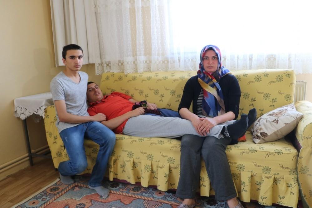 Çilekeş anne çocuklarının eğitimi için yardım bekliyor