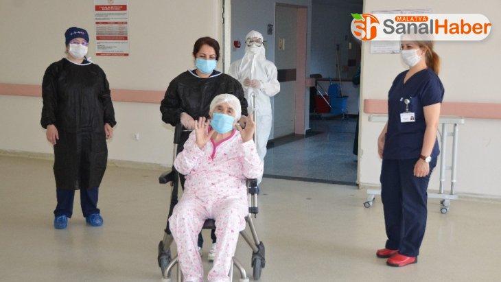 Malatya'da 77 yaşındaki Kiraz teyze korona virüsü yendi