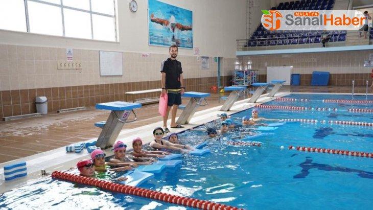 Adıyaman Belediyesi kış spor okullarında yüzme kursu eğitimleri başladı