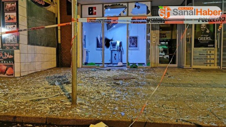 Almanya'da hırsızlar ATM'yi havaya uçurup soydu