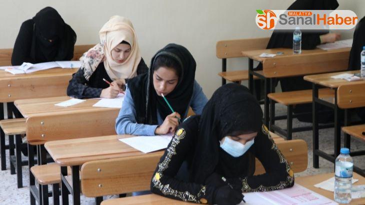 Barış Pınarı Bölgesindeki gençler diploma için ter döktü