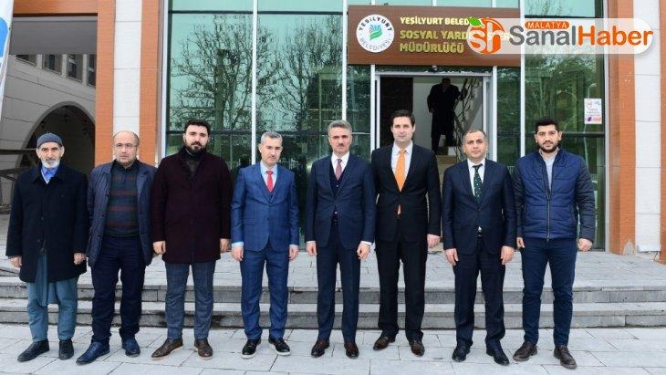 Başkan Çınar, belediye yatırımlarını gezdirdi