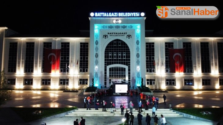 Battalgazi Belediyesi önünde İstiklal Marşı coşkusu