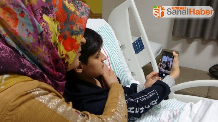 Depremzede Kerim, Erdoğan'ın gönderdiği 'Telefon'la ders çalışmaya başladı