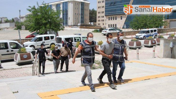 Depremzedelerin binalarından hırsızlık yapan şüpheliler yakalandı