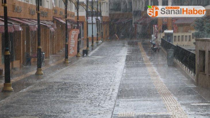Dolu ve yağmur vatandaşlara zor anlar yaşattı