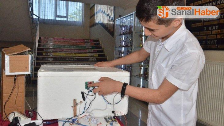 Dondurma kabından robotik kodlama tekniğiyle kuluçka makinesi yaptı