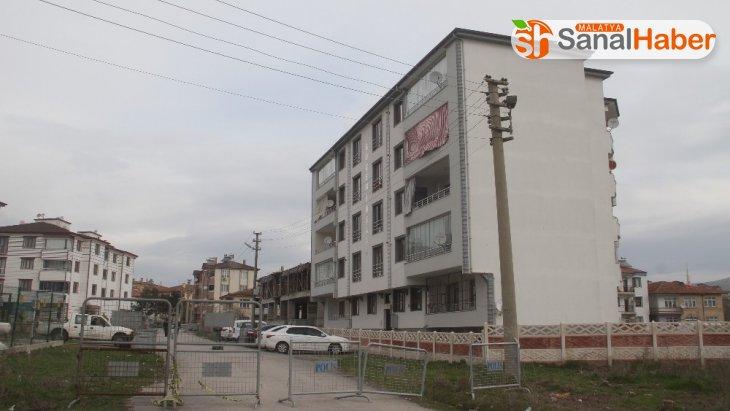 Elazığ'da, 5 katlı apartmana korona karantinası