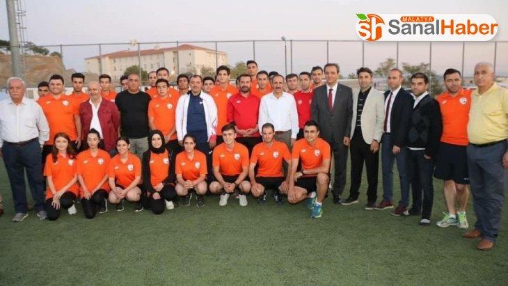 Elazığ'da amatör spor kulüplerine 850 bin TL'lik malzeme desteği
