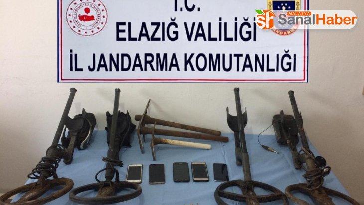 Elazığ'da define arayan 5 şüpheli yakalandı