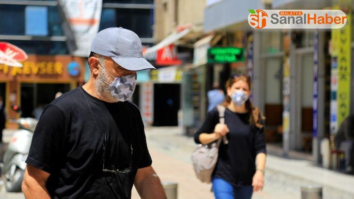 Elazığ'da maske takan da takmayan da çok