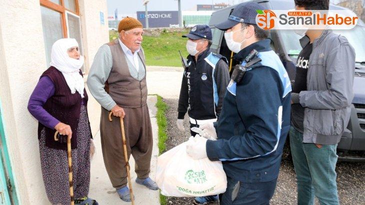 Elazığ'da zabıta ekiplerinden, yaşlılara özel hizmet